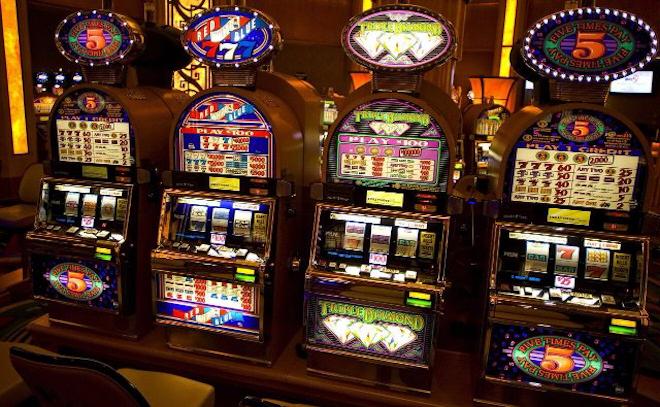 Развлечения в казино онлайн FreePlay - автомат