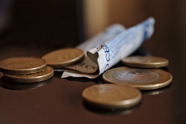 Росстат подсчитал разницу в доходах самых бедных и богатых россиян