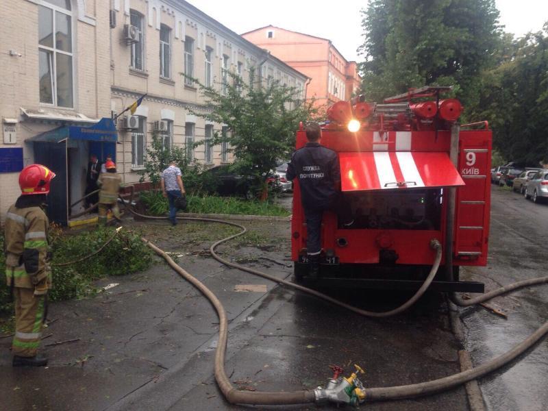 Неожиданно грянул гром: Киев снова затопило (фото)