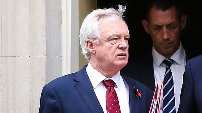 Британский министр по Brexit Дэвис подал в отставку
