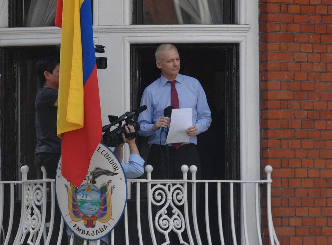 Джулиана Ассанжа могут выселить из эквадорского посольства