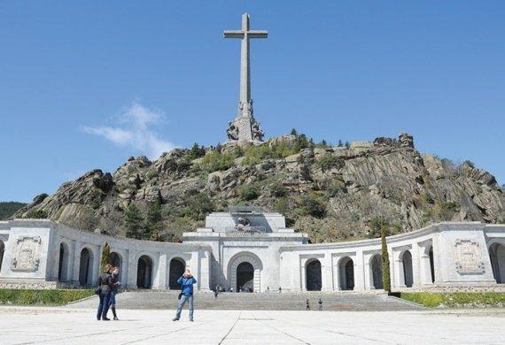Испания перезахоронит останки диктатора Франко