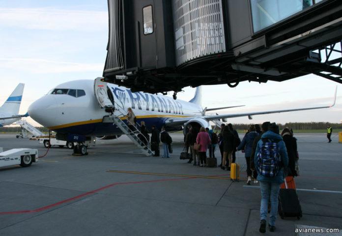 Ryanair введет ограничения на бесплатный провоз ручной клади с 1 ноября