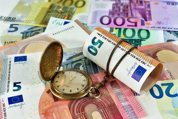 Впервые с апреля на Московской бирже предложили за евро более 80 рублей