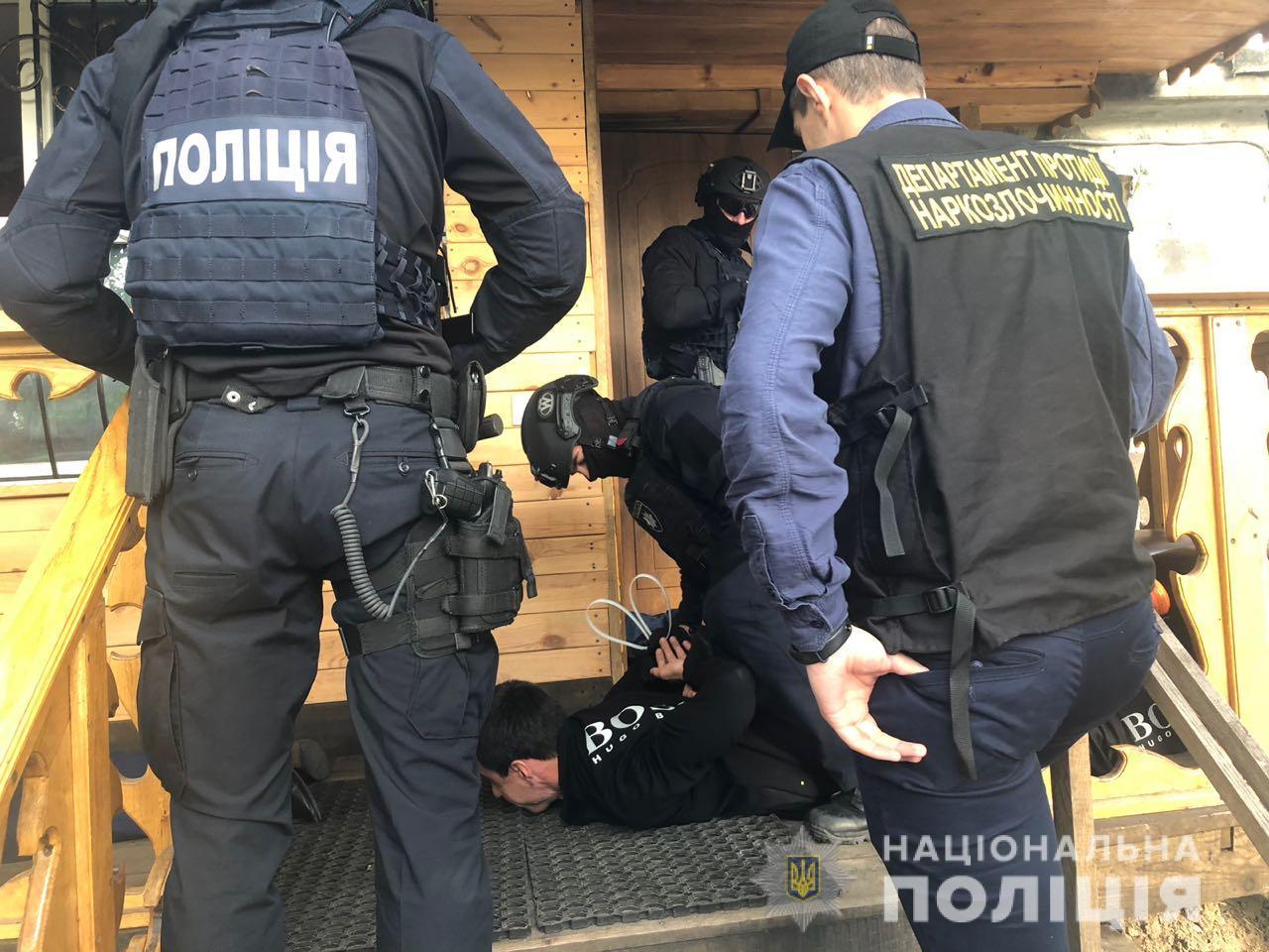 В Киевской области полиция изъяла коноплю на 8 млн гривен (фото, видео)