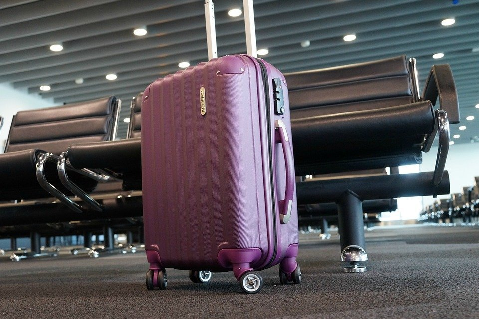 МАУ уменьшил скидки на оплату багажа при покупке билетов по безбагажному тарифу