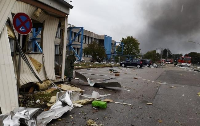 В Германии после взрыва горит нефтеперерабатывающий завод (видео)