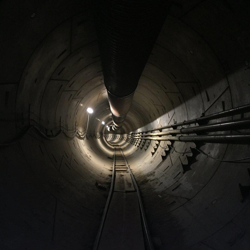 Маск проехался по первому высокоскоростному тоннелю под Лос-Анджелесом