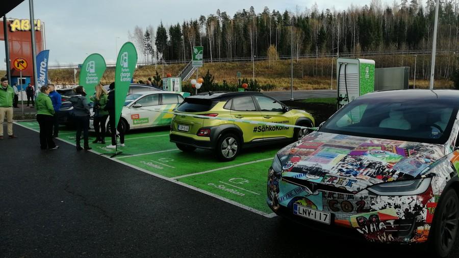 Компания «Интерконтрол» начала поставки ультрабыстрых зарядных станций «Hypercharger» в Скандинавию.