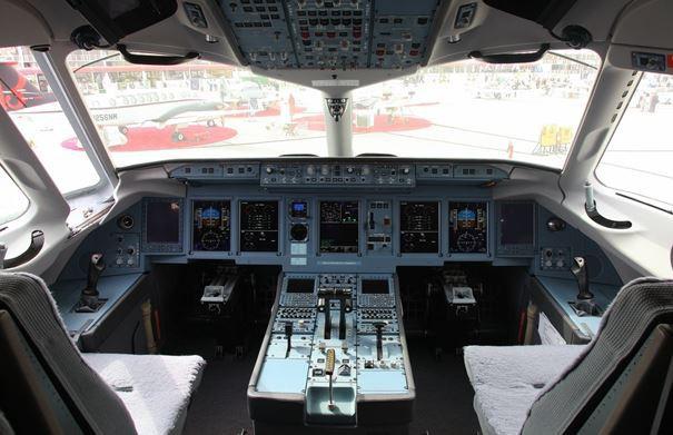 Использование ЖК-панелей в кабине самолета