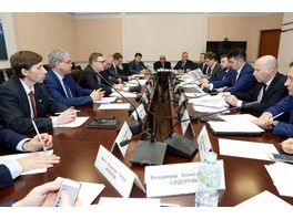 Алексей Текслер провел заседание Программного комитета Международного форума по возобновляемой энергетике ARWE 2019