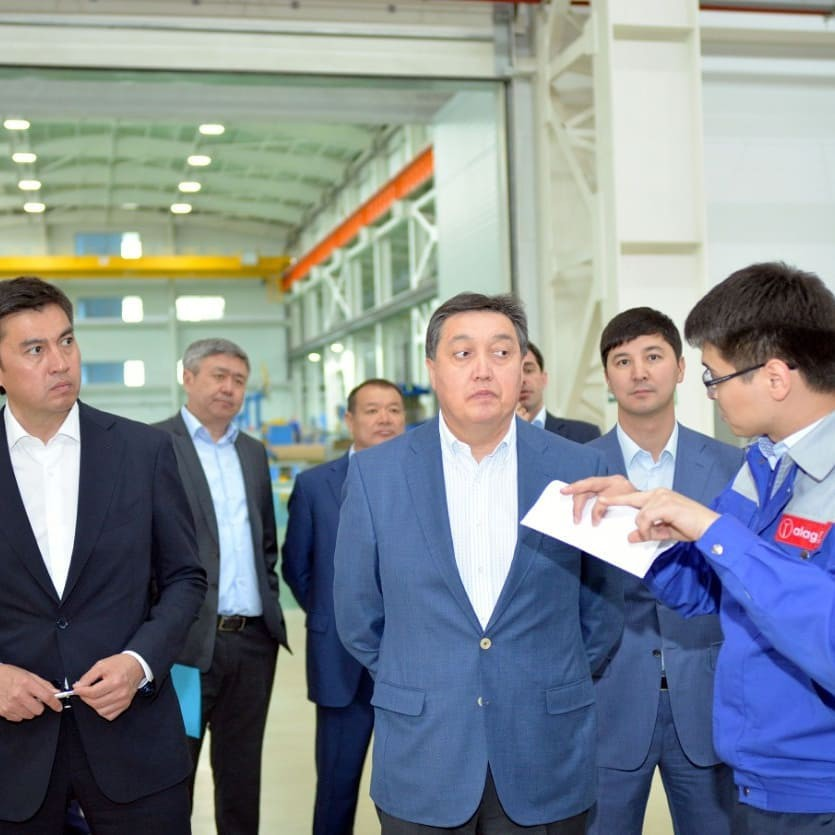 Премьер-министр Аскар Мамин посетил завод «Asia Trafo»