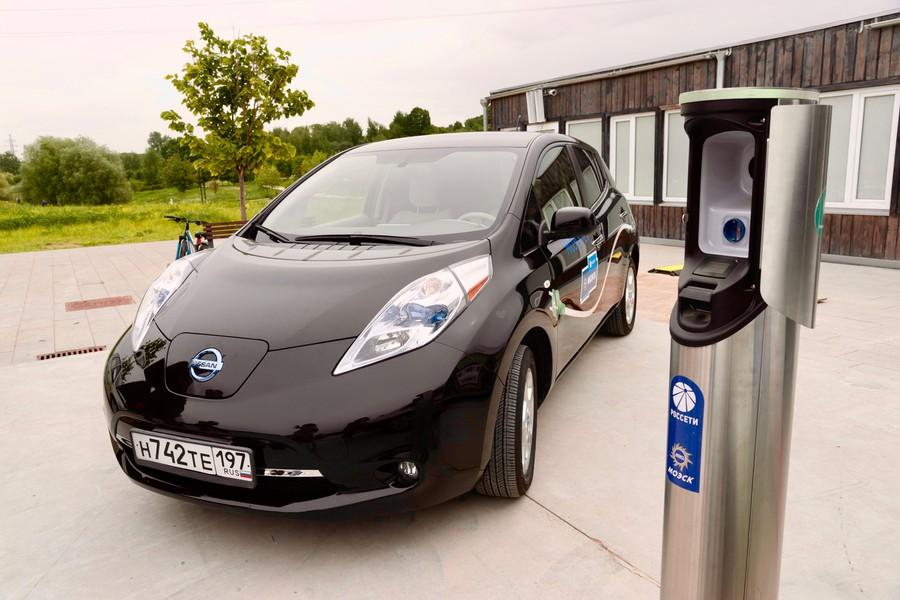 Помимо электромобилей дворовыми зарядными станциями смогут пользоваться владельцы электромотоциклов, электросамокатов, число которых растёт