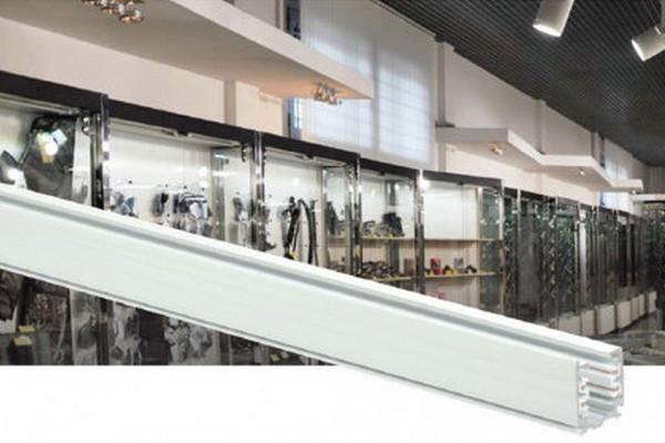 Новинка IEK®: трехфазный осветительный шинопровод для создания систем акцентного освещения