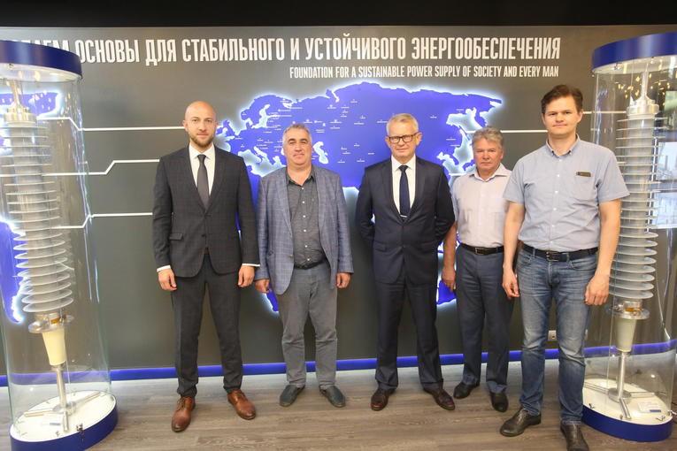 Представители руководства Ленинградской АЭС-2 посетили завод «Изолятор»