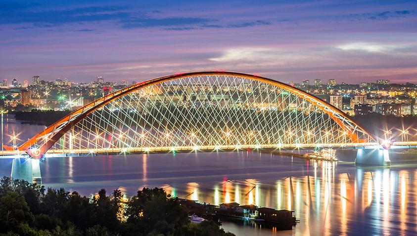 Уникальную арку Бугринского моста подсветили светодиодными прожекторами «ФЕРЕКС»