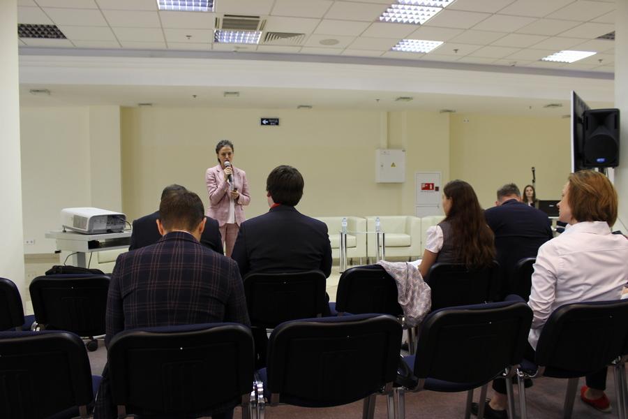 Мероприятие началось с выступления руководителя направления «Университет РАЭК» — Екатерины