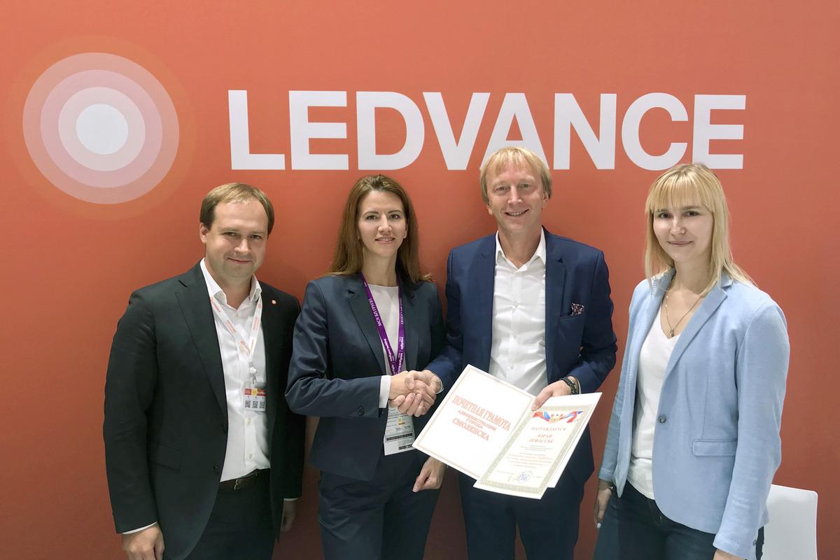 Ритейлер Leroy Merlin награжден почетной грамотой за поддержку смоленского завода LEDVANCE