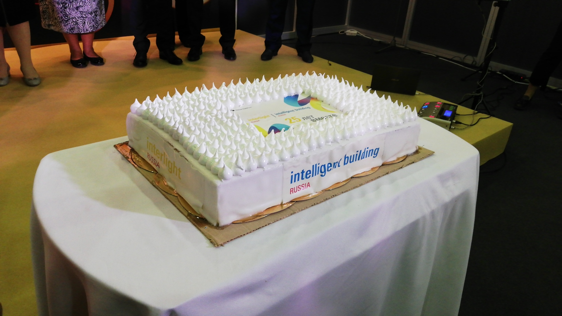 Торт с логотипом Interlight Russia | Intelligent building Russia
