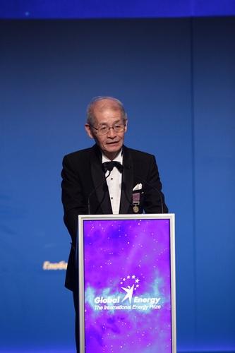 Нобелевскую премию по химии получит лауреат «Глобальной энергии» 2013 года Акира Йосино