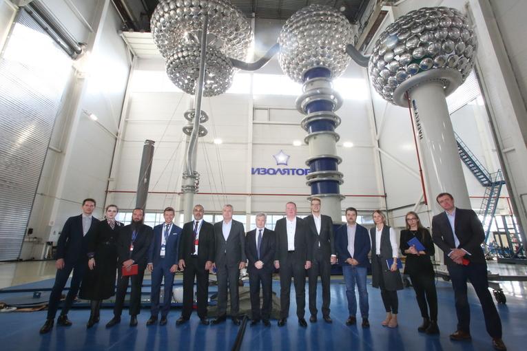Завод «Изолятор» посетили представители руководства компаний из Саудовской Аравии