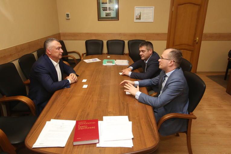 Гендиректор завода «Изолятор» провел встречу со студентами Московского института электронной техники
