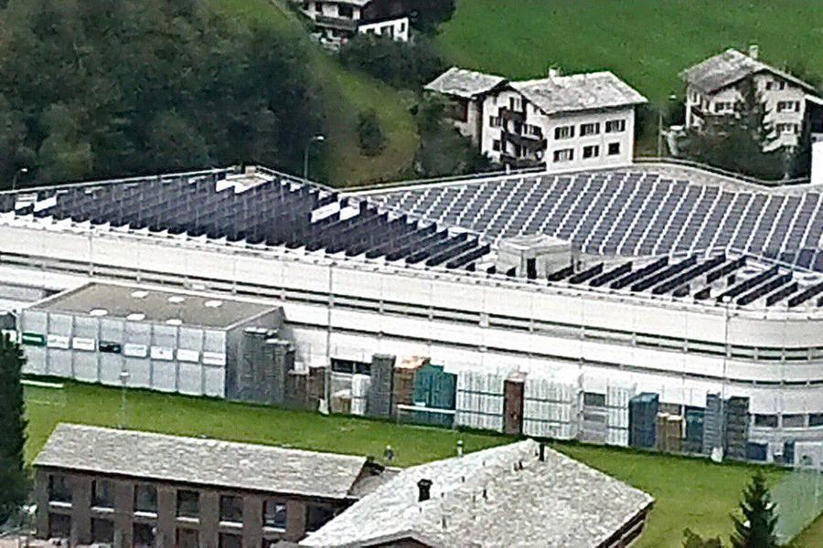 На крыше завода Coca-Cola в Швейцарии установили двусторонние солнечные модули «Хевел»
